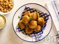Рецепта Пържени кюфтета от нахут с елда, кашкавал, магданоз и пълнозърнесто брашно